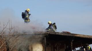 Пожар изпепели къща в приморско село