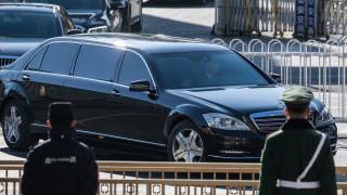 Около час продължи срещата на Ким чен Ун и Си Дзинпин