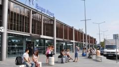 Самолет от Чехия кацна аварийно на летището в Бургас, излезе от пистата