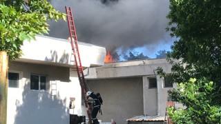 Пожар избухна в пълна с туристи почивна база в Павел баня