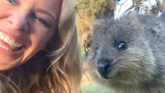 Кайли ни кани в Австралия със забавно видео