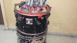 Бомбички, скрити в барабани, внася агитка на стадион