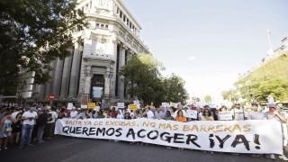 Хиляди на протест в защита на бежанците в Мадрид