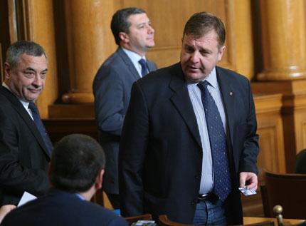 Армията на границата, а границите да се затворят, настоява Каракачанов