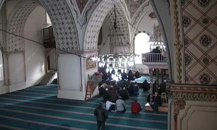 Аларма провери търпението на молещите се в Джумая джамия