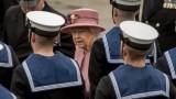 """Британската кралица се шегува, че шумът от хеликоптера """"звучи като Тръмп или Обама"""""""