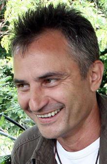 """Захари Карабашлиев въвежда жанра """"носталгичен екшън"""""""