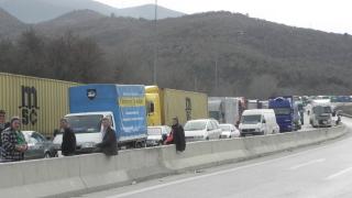 Затвориха границите на България