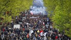 Стотици арестувани и десетки ранени след протести във Франция