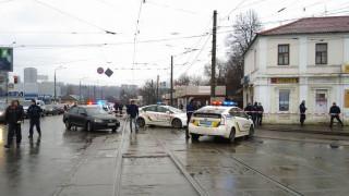 Мъж държи заложници в поща в Харков, плаши да се взриви
