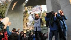 12 убити протестиращи при бунтовете в Иран