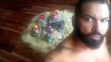 Азис си показа яйцата (СНИМКИ)