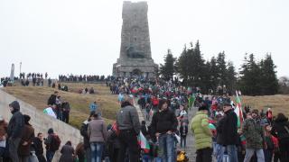 Да се закълнем да не подменяме историята, призова Попова от Шипка