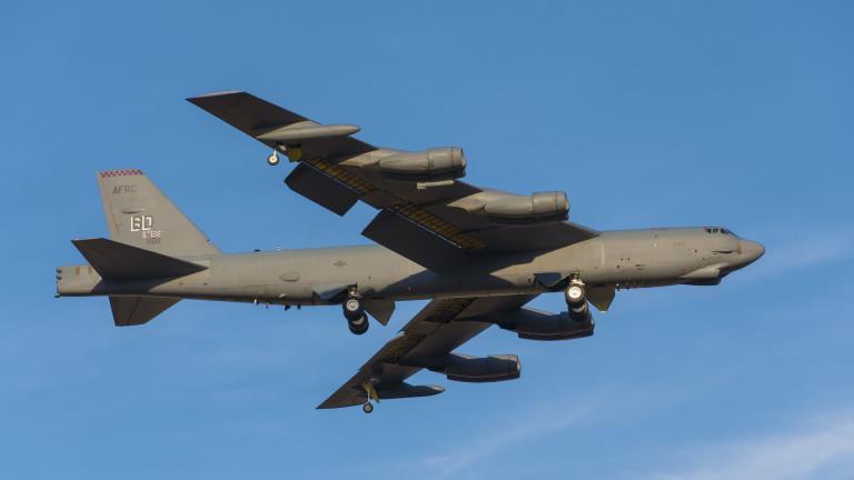 Американски бомбардировач Б-52 прелетя до границата на Русия