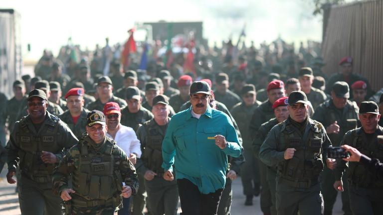 Николас Мадуро показа мускули. Президентът на Венецуела посети армейско поделение