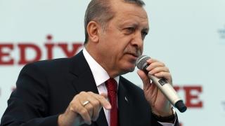 """Турски журналист получи 3 години затвор заради пост в """"Туитър"""""""