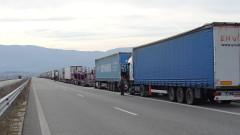"""Отново километрична опашка от тирове на """"Дунав мост"""" при Русе"""