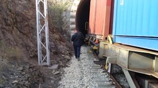 Помощник-машинист скочи от товарен влак и загина