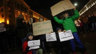 Протест срещу застрояването по морето: Законови промени и министерски оставки