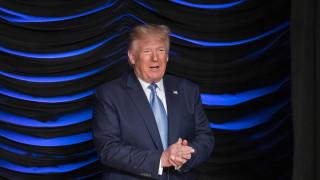 Видео показва Тръмп да купонясва с Епстайн