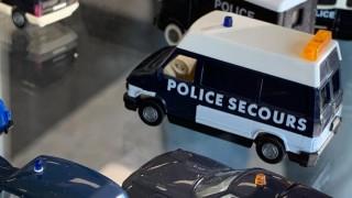 Полицейска френска фуражка от 1936 г. е част от изложба в Бургас