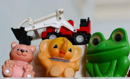 Индонезия конфискува играчки, за да защити децата от комунистически идеи
