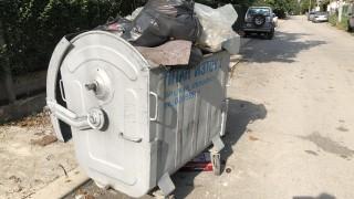 Вандали обръщат кофи с боклук из София, полицията ги издирва