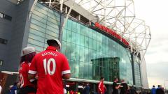 Фен на Юнайтед си купи фланелка на Сити на благотворителен търг, за да я скъса
