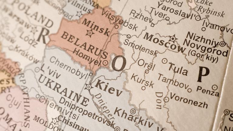 Украйна удря със санкции 52-ма в Беларус
