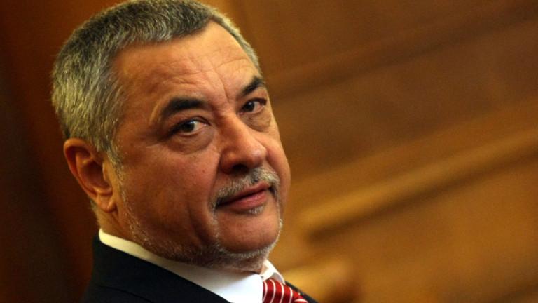 24 часа Валери Симеонов подаде оставка Вицепремиерът Валери Симеонов е