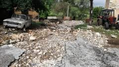 Микроязовир край Харманли преля и наводни пътища