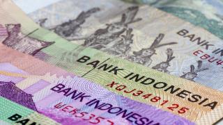 Азиатска валута полетя към 20-годишно дъно, централната банка се намеси