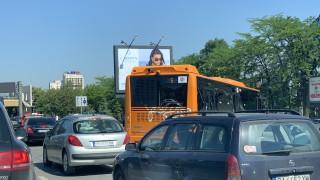 """Катастрофа между градски автобус и кола блокира """"Цариградско шосе"""""""