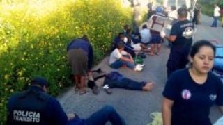 Най-малко 17 загинали при падането от 90 м на автобус в Мексико