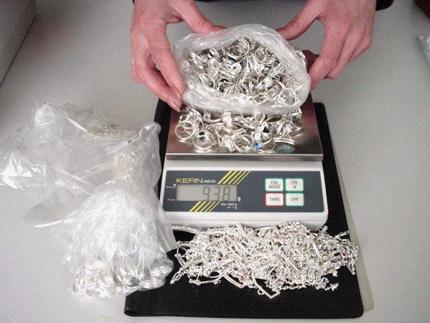 Данъчните в Пловдив продават 35 кг сребро