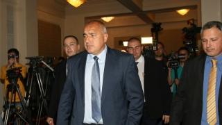 До вчера заради БКП и БСП хората караха по пътеки, кипна Борисов в парламента