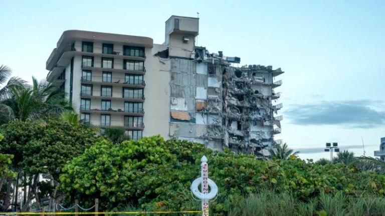 Властите в окръг Маями-Дейд все още продължават с усилията си