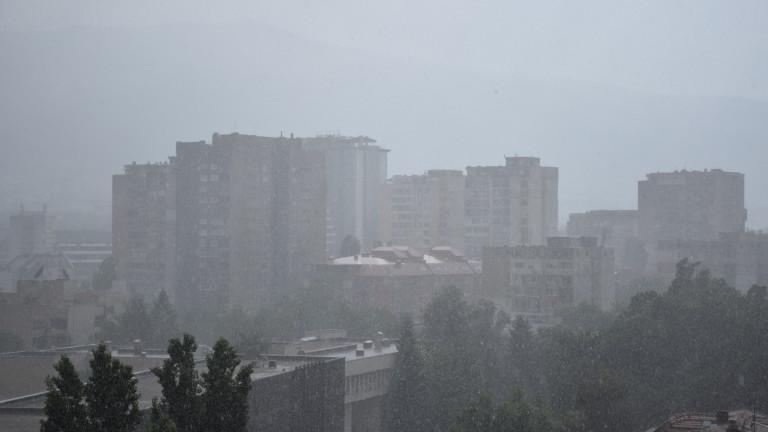 Жълт код е обявен за интензивни валежи в половината области