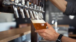 Да пиеш една бира и да оставиш 3000 долара бакшиш