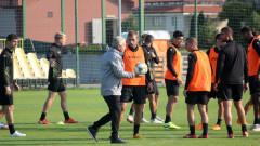 Ботев (Пловдив) с възстановителна тренировка, Неделев виси за Левски