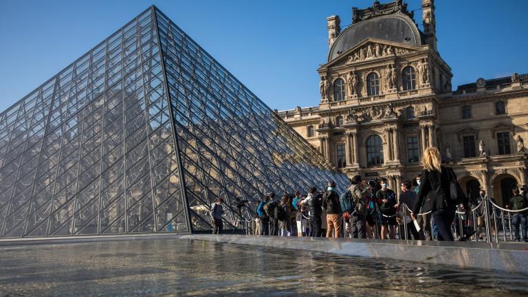 Най-големият национален музей на Франция отвори врати. Лувърът, в който