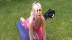 Кристина Димитрова се буди с йога