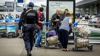 Полицията в Холандия спря автобус и задържа мъж за коментари за бомба