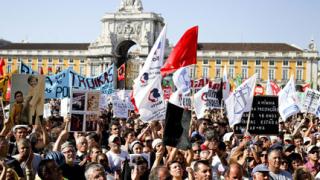 Хиляди португалци протестираха в Лисабон срещу икономиите
