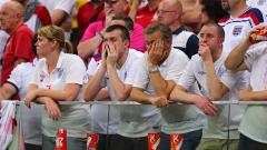 Феновете на Англия не пропуснаха да се изложат и в Прага