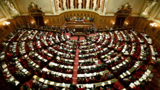 Френската левица внася вот на недоверие срещу кабинета на Макрон