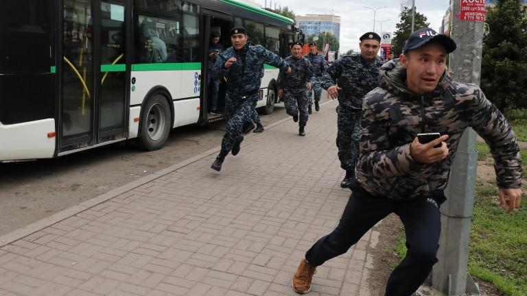 Най-малко 57 арестувани при антиправителствени протести в Казахстан