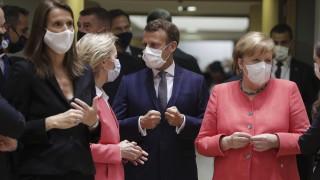 Меркел очаква тежки преговори, а Макрон - моментът на истината