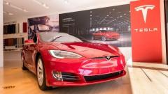 Големи акционери в Tesla са продали част от акциите си