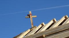 Дават пари на семейство, чийто покрив бе отнесен от вятъра